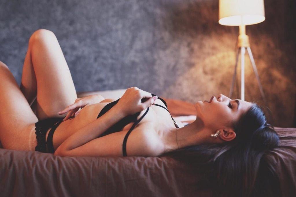 Проститутка Москвы с выездом быстро примчится на точку